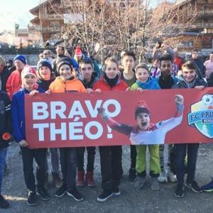 Les juniors du club présents pour accueillir Thé...